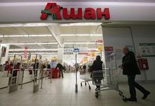 Magasin Auchan à Moscou. Auchan a publié lundi des résultats annuels en forte baisse, plombés par un nouveau recul de ses ventes en France, par la crise en Russie et d'importantes dépréciations d'actifs. /Photo prise le 15 janvier 2015/REUTERS/Maxim Zmeyev