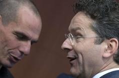 Le ministre grec des Finances Yanis Varoufakis (à gauche) et le président de l'Eurogroupe Jeroen Dijsselbloem, à Bruxelles. La Grèce et des experts de l'UE, de la BCE et du FMI  vont entamer mercredi des discussions techniques sur les réformes qu'Athènes doit mener pour obtenir un financement supplémentaire. /Photo prise le 9 mars 2015/REUTERS/Yves Herman