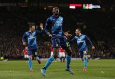 Danny Welbeck, do Arsenal, comemora gol contra Manchester United em jogo das quartas de final da Copa da Inglaterra, em Mancheter, nesta segunda-feira. 09/03/2015 REUTERS/Action Images/Jason Cairnduff