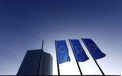 Штаб-квартира ЕЦБ во Франкфурте-на-Майне. 21 января 2015 года. Программа количественного смягчения (QE), проводимая Европейским центробанком, началась успешно, сказал в четверг член исполнительного совета ЕЦБ Бенуа Кер, добавив, что у Центробанка нет проблем с поиском облигаций для покупки. REUTERS/Kai Pfaffenbach