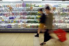 L'Autorité de la concurrence a infligé jeudi un montant total de 192,7 millions d'euros d'amendes à dix producteurs de produits laitiers frais pour s'être entendus sur les prix des produits vendus sous marques de distributeurs entre 2006 et 2012. /Photo prise le 4 septembre 2014/REUTERS/Eric Vidal