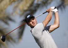 Martin Kaymer of Germany  tees off on the third hole during the Dubai Desert Classic January 29, 2015. REUTERS/Ahmed Jadallah