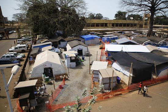 エボラ出血熱、西アフリカで死者1万人超える=WHO