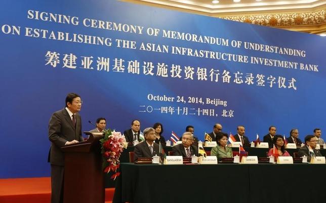 3月12日、中国主導のアジアインフラ投資銀に英国が参加表明、G7では初。写真は昨年10月に行われたAIISの設立セレモニーの模様(2015年 ロイター/Takaki Yajima)