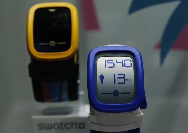 3月12日、スイスの時計大手スウォッチは、スマートウオッチ「Swatch Touch Zero One」を発表した。コルジェモンで撮影(2015年 ロイター/Denis Balibouse)