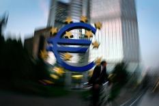 Logo do euro em escultura em frente o Banco Central Europeu, em Frankfurt.  04/10/2006  REUTERS/Kai Pfaffenbach