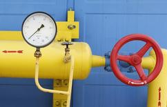 Датчик давления на газовой станции в селе Мрин, Украина 21 мая 2013 года. Еврокомиссия в среду подтвердила, что представители Украины и России проведут в пятницу переговоры в Брюсселе о поставках российского газа на Украину. REUTERS/Gleb Garanich