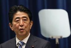 3月19日、4月末に訪米を予定する安倍晋三首相に対し、第2次世界大戦中に日本軍の捕虜となった米退役軍人らの団体が、議会で演説する条件として戦時中の日本軍の責任を認めるよう求めた。 都内で10日撮影(2015年 ロイター/Issei Kato)