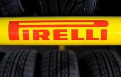 Camfin, le principal actionnaire de Pirelli, discute d'une alliance stratégique entre le fabricant de pneumatiques et China National Chemical Corp, selon deux sources proches du dossier. Camfin a dit un peu plus tôt dans la matinée qu'il discutait avec un partenaire industriel d'une opération en vertu de laquelle il vendrait la totalité de sa participation dans Pirelli. /Photo d'archives/REUTERS/Giorgio Perottino