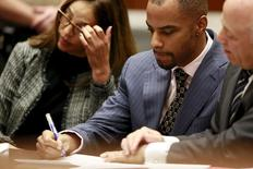 Former National Football League star Darren Sharper (C) and his attorney Leonard Levine (R) appear at the Clara Shortridge Foltz Criminal Justice Center in Los Angeles, California March 23, 2015.  REUTERS/Nick Ut/Pool