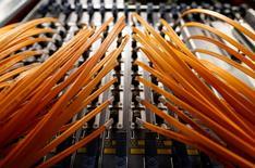 Un groupement représentant des fournisseurs d'accès à internet (FAI) aux Etats-Unis a déposé lundi un recours en justice contre la récente décision de l'autorité fédérale des télécommunications (FCC) d'imposer le principe de la neutralité du net. /Photo d'archives/REUTERS/Alessandro  Bianchi