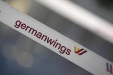 Ограничительная лента с логотипом Germanwings в аэропорту Берлина. 29 августа 2014 года. Самолет Airbus A320 разбился на юге Франции, сообщили во вторник полиция и местная авиационная служба. REUTERS/Fabrizio Bensch