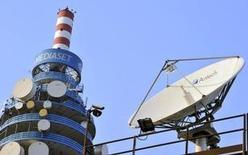 Mediaset va reprendre le versement d'un dividende après deux années d'interruption, encouragé par la reprise en Espagne et les perspectives de croissance dans son activité domestique. /Photo d'archives/REUTERS/Paolo Bona