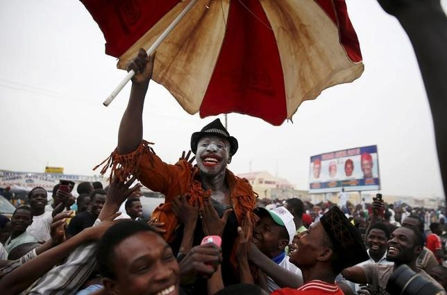 Supporters of the presidential candidate Muhammadu Buhari and his All Progressive Congress (APC) party celebrate in Kano March 31, 2015. REUTERS/Goran Tomasevic