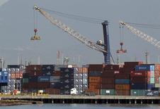 Contêineres no porto de Santos. 22/02/2013 REUTERS/Paulo Whitaker