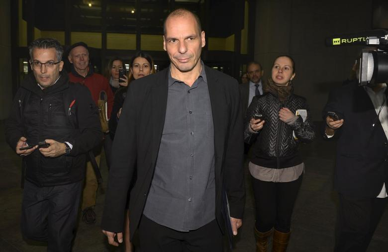 Greek Finance Minister Yanis Varoufakis is surrounded by members of the media as he finishes comments on the ''informal discussions'' he just concluded with the International Monetary Fund Managing Director Christine Lagarde, in Washington, April 5, 2015. REUTERS/Mike Theiler
