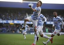 Eduardo Vargas, do Queen's Park Rangers, comemora gol marcado contra o Everton, pelo Campeonato Inglês. 22/03/2015 REUTERS/Action Images via Reuters/John Sibley