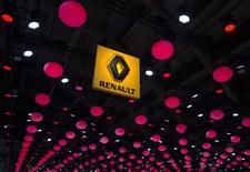 L'Etat français a l'intention d'acquérir jusqu'à 4,73% supplémentaires du capital de Renault pour garantir qu'il disposera de droits de vote doubles à l'issue de l'assemblée générale du groupe automobile le 30 avril. L'Etat, qui détenait 15,01% du capital de Renault avant cette opération, verra sa participation augmenter jusqu'à 19,74%. /Photo prise le 22 janvier 2015/REUTERS/Yves Herman