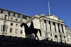 La Banque d'Angleterre a laissé jeudi son taux directeur inchangé à 0,5%, son plus bas niveau historique, auquel il est fixé depuis six ans. /Photo d'archives/REUTERS/Toby Melville