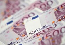 Le renflouement du secteur bancaire a coûté à l'Irlande l'équivalent de près de 40% de son produit intérieur brut (PIB) annuel et Dublin ne récupérera sans doute jamais la totalité de ce montant, montrent de nouvelles données publiées jeudi par la Banque centrale européenne. /Photo d'archives/REUTERS/Lee Jae-Won