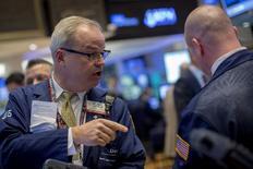La Bourse de New York a fini en hausse jeudi, le Dow Jones gagnant 0,31%, le S&P-500 0,45% et le Nasdaq Composite 0,48%. /Photo prise le 9 avril 2015/REUTERS/Brendan McDermid