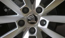 Les ventes de voitures de Skoda Auto, , ont augmenté de 7,2% au premier trimestre, à un record de 265.100. Sur le seul mois de mars, la filiale de Volkswagen a vendu 102.100 véhicules, dépassant la barre des 100.000 ventes en un mois pour la première de son histoire. /Photo d'archives/REUTERS/David W Cerny