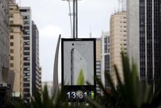 Propaganda da Apple na Avenida Paulista.   16/12/2014    REUTERS/Paulo Whitaker