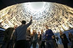 Students from Germany visit the Hall of Names at Yad Vashem's Holocaust History Museum in Jerusalem April 14, 2015.  REUTERS/Baz Ratner