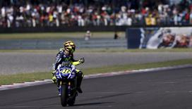 Yamaha MotoGP rider Valentino Rossi of Italy gestures after crossing the finish line and winning Argentina's MotoGP Grand Prix at the Termas de Rio Hondo International circuit in Termas de Rio Hondo, April 19, 2015.  REUTERS/Marcos Brindicci