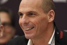 Foto de archivo del ministro de Finanzas de Grecia, Yanis  Varoufakis, durante una conferencia anual de la OCDE en París. Abr 9, 2015.   Varoufakis dijo en una entrevista emitida el domingo que si Grecia abandona la zona euro el efecto contagio será inevitable.  REUTERS/Charles Platiau