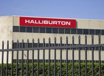 Офис Halliburton в Хьюстоне. 6 апреля 2012 года. Нефтесервисная компания Halliburton Co завершила первый квартал c убытком в результате списаний. REUTERS/Richard Carson