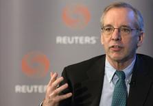 El presidente de la Fed de Nueva York, William Dudley, habla en un evento de Reuters en Nueva York , 8 abril, 2015. El desempeño económico determinará cuándo es que la Reserva Federal finalmente subirá las tasas de interés estadounidenses desde el actual nivel de cero por ciento, dijo el lunes un influyente responsable del banco central, agregando que espera que la política se ajuste más adelante este año. REUTERS/Brendan McDermid