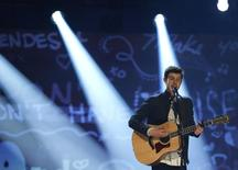 Canadian singer Shawn Mendes performs at the 2015 Juno Awards in Hamilton, Ontario, March 15, 2015.   REUTERS/Mark Blinch