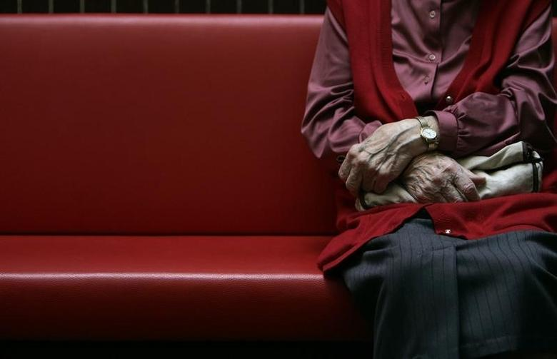 A pensioner sits in a residential home for the elderly in Emmenbruecke near Lucerne December 7, 2007. REUTERS/Christian Hartmann