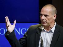 Ministro das Finanças da Grécia, Yanis Varoufakis, durante evento em Washington.  16/04/2015   REUTERS/Gary Cameron