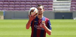 Thomas Vermaelen durante sua apresentação no Camp Nou, em Barcelona.   10/08/2014   REUTERS/Gustau Nacarino