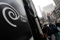 Pedestrians walk past a Time Warner Cable customer service center in New York February 13, 2014. REUTERS/Joshua Lott