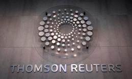 En la imagen, el logo de Thomson Reuters es visto al interior de un edificio de la compañía en Times Square, Nueva York. 29 de octubre, 2013. Thomson Reuters reportó el miércoles un aumento en sus ingresos orgánicos en el primer trimestre gracias a la fortaleza de sus divisiones Legal y Tax & Accounting. REUTERS/Carlo Allegri