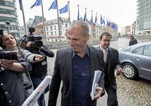 Ministro das Finanças grego, Yanis Varoufakis, chega à sede da Comissão Europeia em Bruxelas. 05/05/2015 REUTERS/Yves Herman