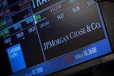 JPMorgan Chase Bank National Association, personne morale de la banque en France, a été mise en examen le 16 avril à Paris pour complicité de fraude fiscale dans l'enquête sur une série de transactions effectuées par de hauts responsables de la société d'investissement Wendel, /Photo d'archives/REUTERS/Brendan McDermid