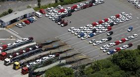 Vehículos nuevos de Ford en el estacionamiento en una fábrica de la compañía en Sao Bernardo do Campo, Brasil, feb 12 2015. La producción de automóviles en Brasil disminuyó un 14,5 por ciento mientras que las ventas bajaron un 6,6 por ciento en abril desde marzo, informó el jueves la asociación nacional de fabricantes de vehículos.     REUTERS/Paulo Whitaker