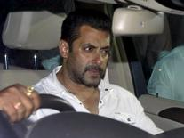 Bollywood actor Salman Khan sits in a car as he leaves a court in Mumbai, India, May 6, 2015. REUTERS/Shailesh Andrade