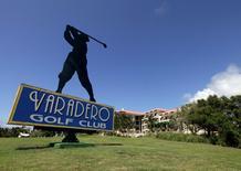 Imagen de archivo del club de golf Varadero en Matanzas, Cuba, mayo 22 2010. Una compañía de China y el Gobierno cubano suscribieron un acuerdo para construir un campo de golf en La Habana, dijo el viernes un diario local, ante un esperado interés de turistas estadounidense.  REUTERS/Enrique De La Osa