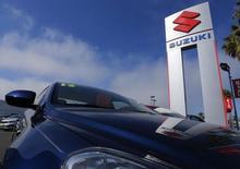 Le constructeur japonais Suzuki Motor a annoncé lundi que son résultat opérationnel annuel avait reculé pour la première fois en six ans, la faiblesse de la demande sur son marché intérieur et en Asie du Sud-Est ayant contrebalancé des effets de change positifs et des ventes solides en Inde, son principal marché. /Photo d'archives/REUTERS/Mike Blake