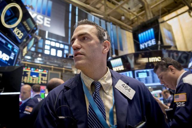 Traders work on the floor of the New York Stock Exchange May 8, 2015. REUTERS/Brendan McDermid