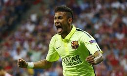 Neymar, do Barcelona, comemora gol contra o Bayern de Munique na semifinal da Liga dos Campeões, na Allianz Arena, em Munique, na Alemanha, nesta terça-feira. 12/05/2015 REUTERS/Kai Pfaffenbach