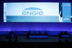 Engie (ex-GDF Suez) a ajusté à la baisse mercredi ses prévisions pour 2015 afin de tenir compte de l'indisponibilité plus longue que prévu de deux de ses réacteurs nucléaires en Belgique. L'impact du non fonctionnement des deux centrales d'Electrabel sur le résultat net récurrent part du groupe est estimé à environ 40 millions d'euros par mois. /Photo prise le 28 avril 2015/REUTERS/Benoît Tessier