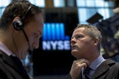 Wall Street a ouvert mercredi en hausse modérée après la parution d'indicateurs suggérant que l'économie américaine peine à rebondir après un premier trimestre difficile. Quelques minutes après le début des échanges, le Dow Jones affiche un gain de  0,25%. Le Standard & Poor's 500 progresse de 0,44% et le Nasdaq avance de 0,59%. /Photo prise le 12 mai 2015/REUTERS/Brendan McDermid