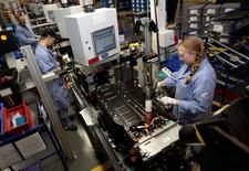 Les stocks des entreprises aux Etats-Unis n'ont augmenté que de 0,1% en mars, un chiffre qui suggère que le PIB américain s'est contracté sur les trois premiers mois de l'année. /Photo d'archives/REUTERS/Rebecca Cook