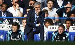 Técnico do Chelsea, José Mourinho, durante partida contra o Liverpool pelo Campeonato Inglês. 10/05/2015 REUTERS/Action Images/Carl Recine